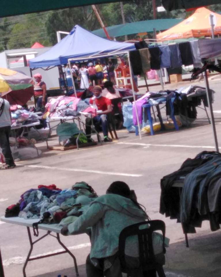 Multiple vendors with similar items. One of the most significant advantages of shopping in flea markets, you get the chance to pick your favorite vendor.